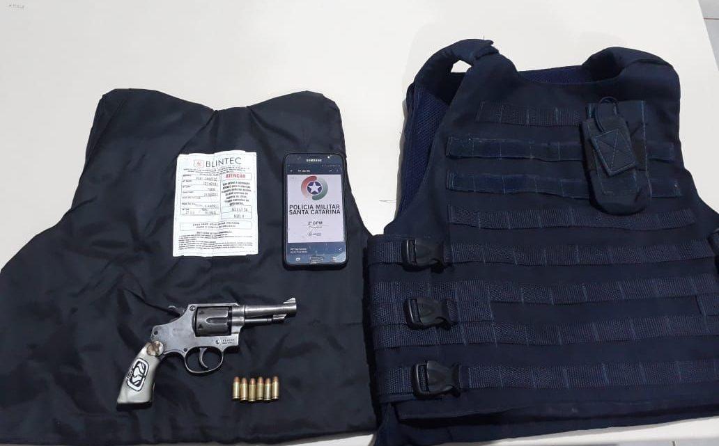 Homens são presos com arma e coletes balísticos em Chapecó