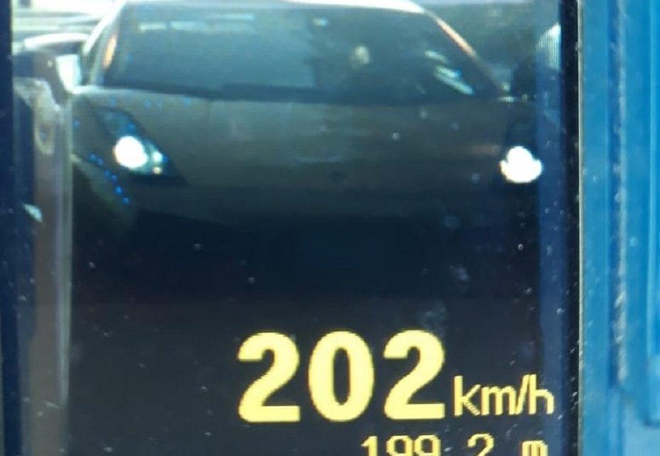 Polícia Militar Rodoviária flagra Lamborghini a 202 KM/H