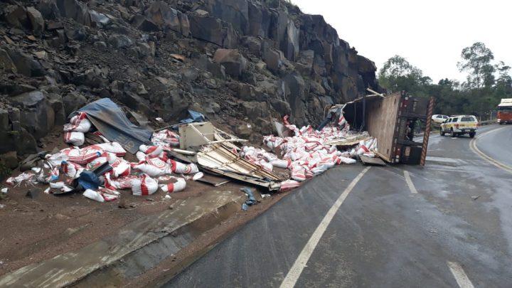Após tombamento de carreta motorista vai a óbito na SC-157 em Quilombo