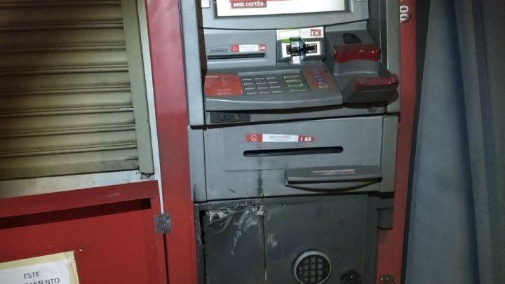 Cinco pessoas são presas tentando furtar caixa eletrônico em Chapecó