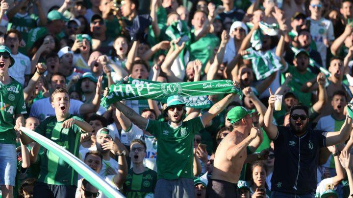 Chape faz promoção de ingressos para jogo contra o Santos