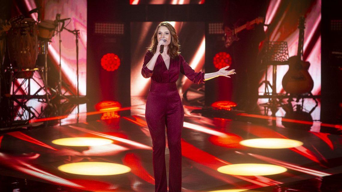 Cantando sertanejo, cantora de Quilombo está no The Voice Brasil