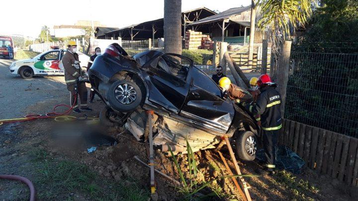 Quatro pessoas morrem em grave acidente neste domingo em Santa Catarina