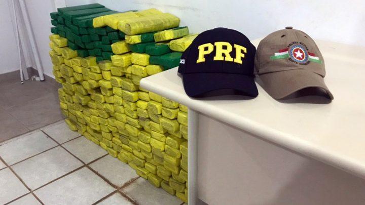 Ação conjunta PRF e PM apreende 250 kg de maconha na BR 480 em Chapecó