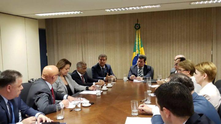Familiares de vítimas do voo da Chapecoense têm reunião com ministro Sérgio Moro