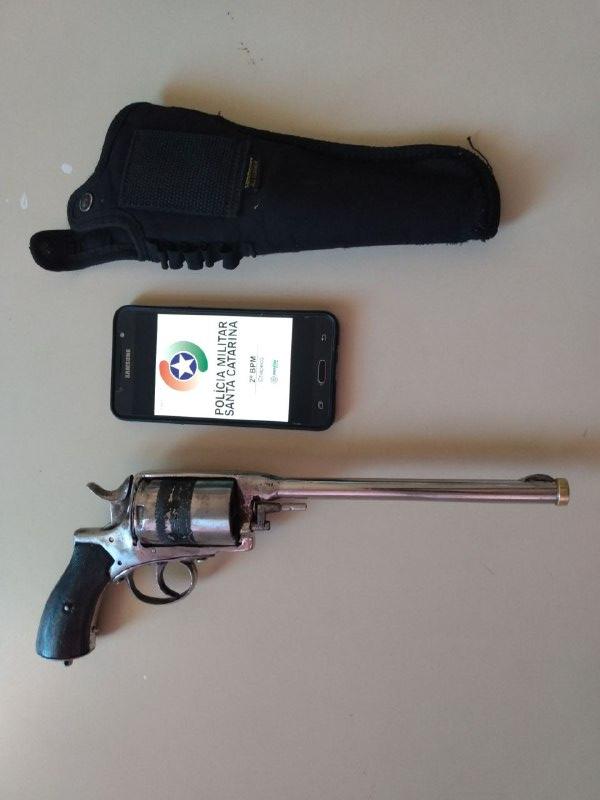 Polícia Militar apreende arma de fogo calibre .44 de uso restrito no bairro Belvedere