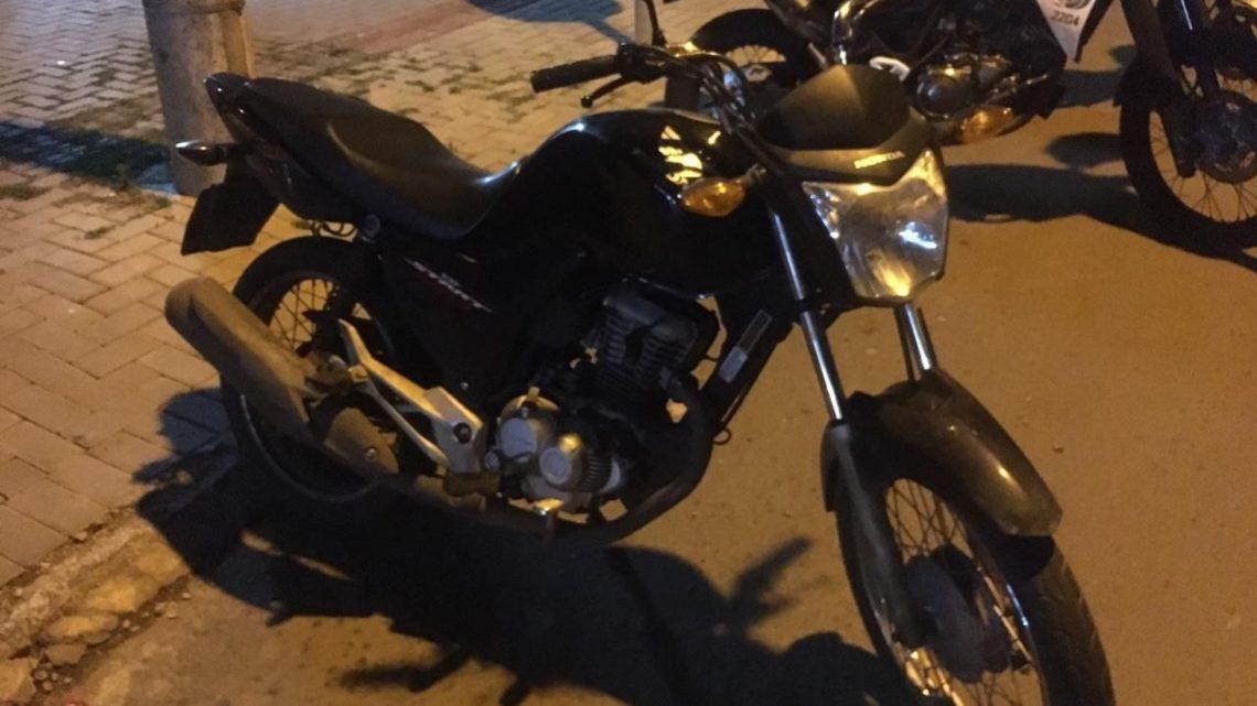 Dois adolescentes são detidos após fuga com motocicleta furtada em Chapecó