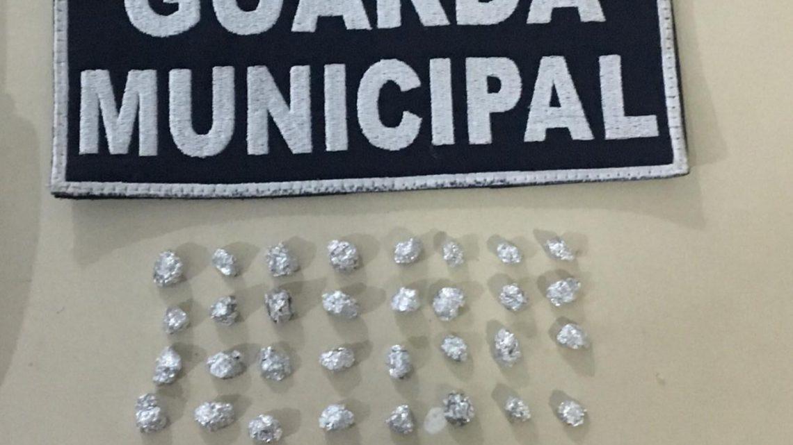 Guarda Municipal apreende crack e arma de fogo com adolescentes no bairro Líder em Chapecó