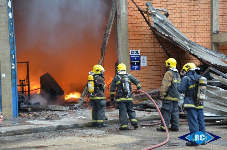Fábrica de calçados é destruída por incêndio e acumula prejuízos de R$ 5 milhões