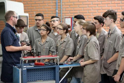 Santa Catarina terá de qualificar mais de 785 mil trabalhadores em profissões industriais até 2023