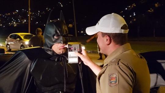'Batman' faz teste do bafômetro em SC