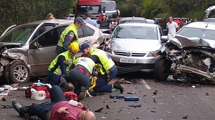 Grave acidente deixa uma mulher morta e nove feridos na BR-282 em Nova Erechim