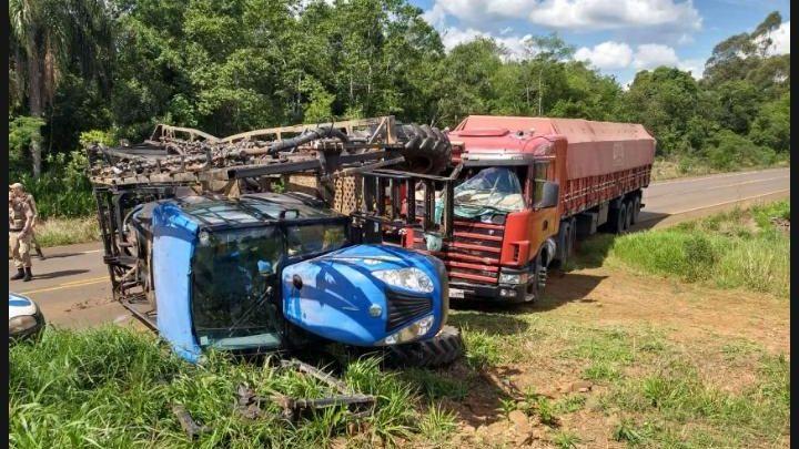 Colisão entre caminhão e pulverizador deixa operador ferido na SC-160