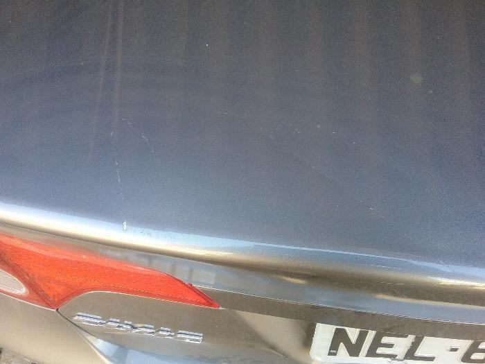 Mulher após ter água cortada depreda o carro do síndico com um facão em Chapecó