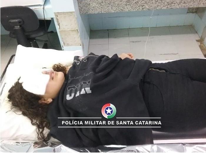 Padrasto queima rosto de enteada de 14 anos com óleo quente em São Lourenço do Oeste