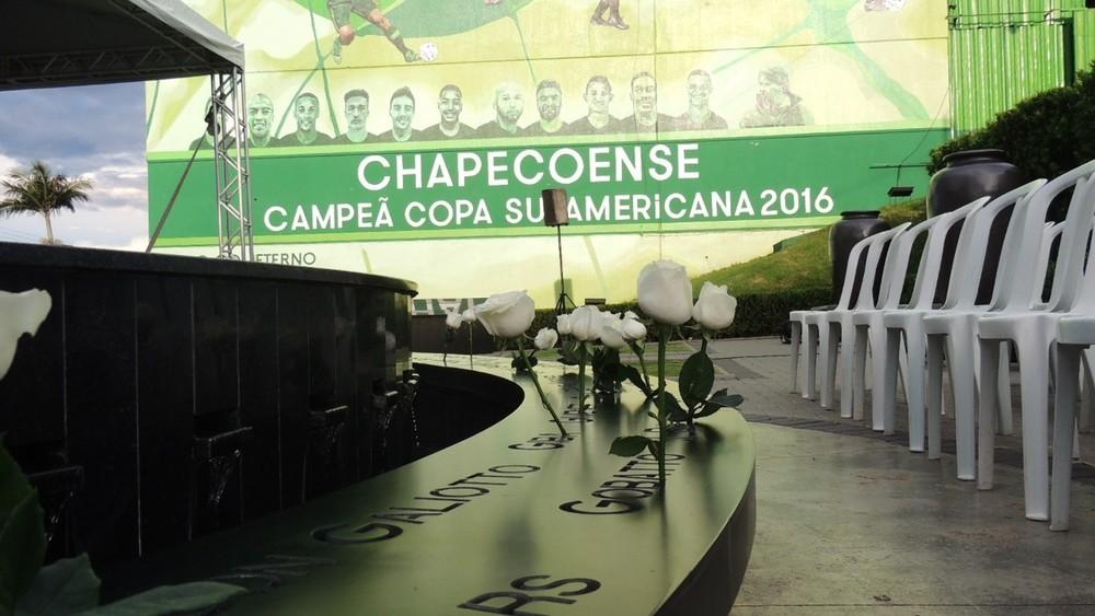 Acidente com voo da Chapecoense completa 3 anos com homenagens em Chapecó