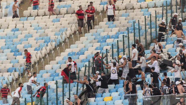 Bolsonaro sanciona lei que amplia punição a torcidas organizadas