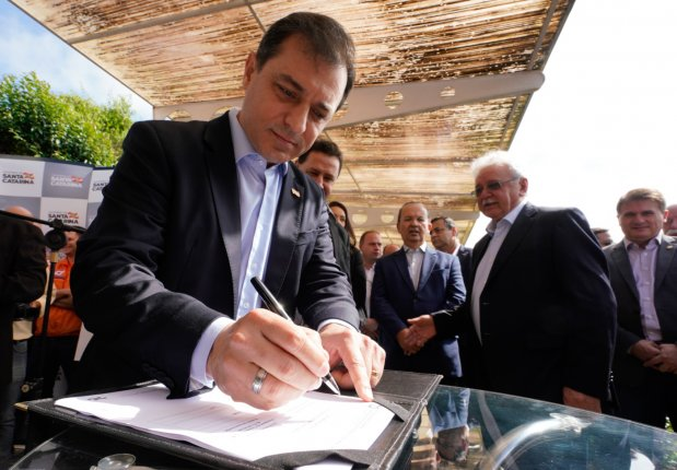 Em visita ao Meio-Oeste, governador anuncia R$ 65 milhões em investimentos