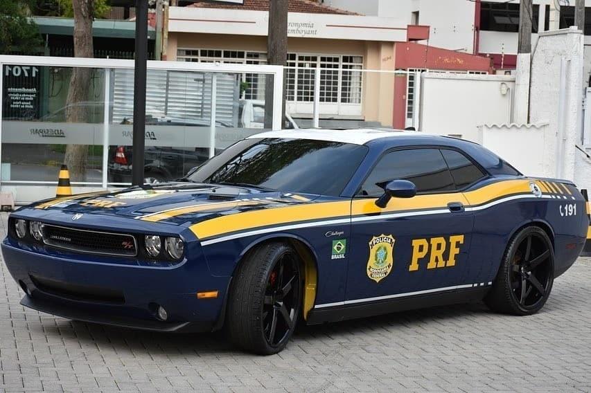 Dodge Challenger apreendido vira viatura da PRF no Paraná