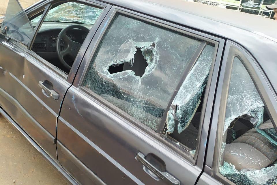 Homem destrói seu veículo a marretadas após ser apreendido com mais de 39 mil reais em multas em Chapecó