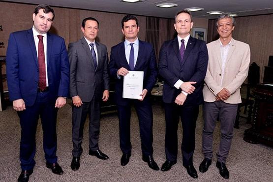 Juiz de SC entrega novo Plano Nacional de Política Criminal ao ministro Sergio Moro