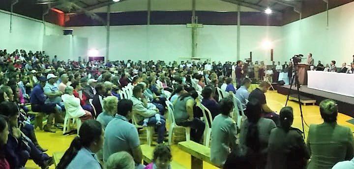 Alegria e satisfação marcaram a entrega de escrituras a 465 famílias em Chapecó