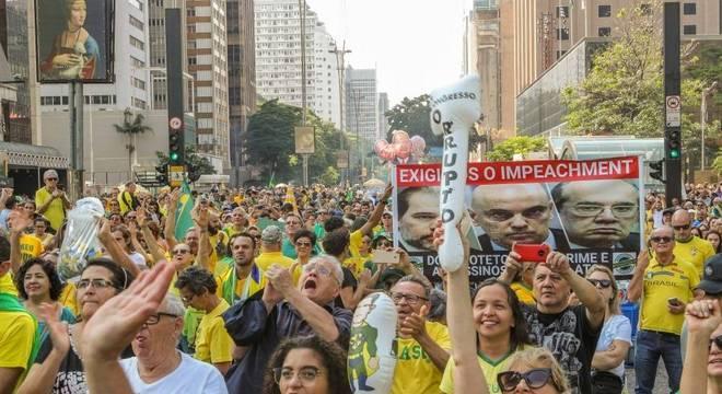 Brasileiros saem as ruas e exigem impeachment de ministros do STF