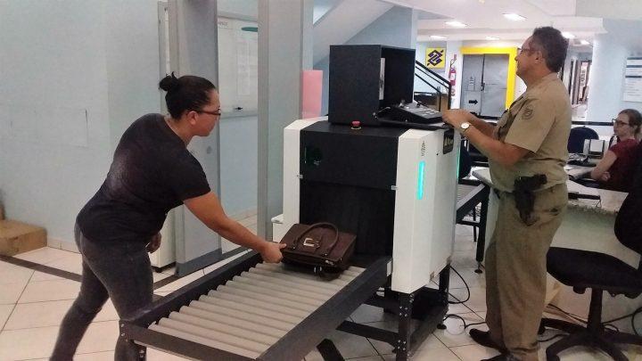 Scanner de bagagens começa a operar para maior segurança no acesso ao Fórum de Chapecó