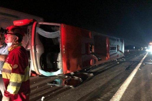 Ônibus catarinense tomba no Rio Grande do Sul e deixa 26 pessoas feridas