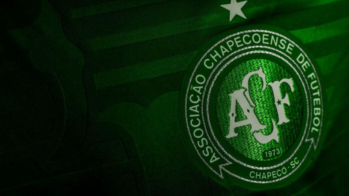 Chapecoense comunica a saída de 15 jogadores do plantel