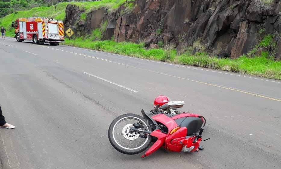 Colisão entre carro e moto deixa motociclista gravemente ferido na SC-160 em Campo Erê