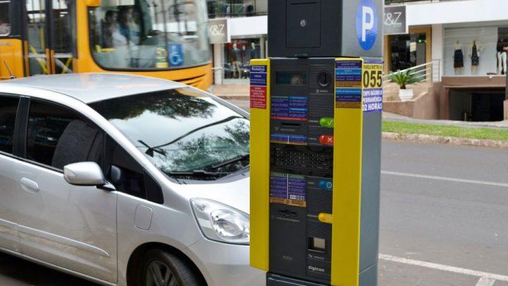 Prefeitura de Chapecó informa horários do estacionamento rotativo e setor de veículos pro fim de ano