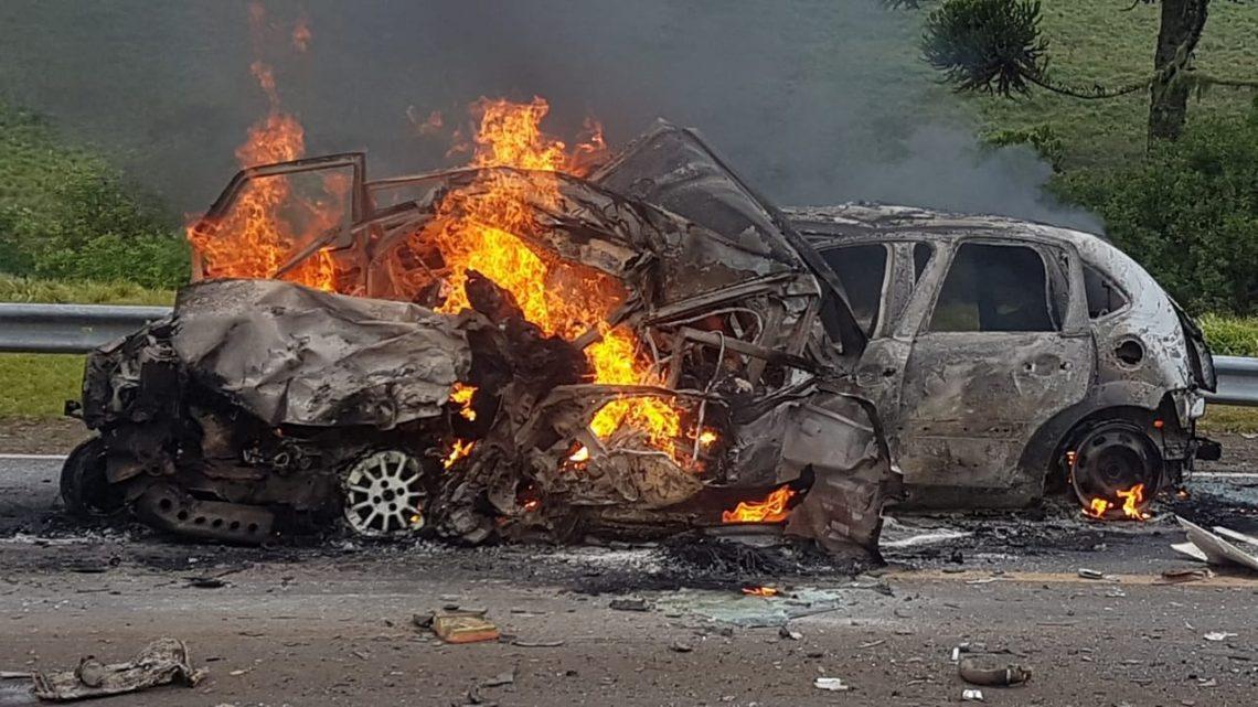 Acidente com 6 veículos provoca incêndio e 5 mortes na Serra catarinense