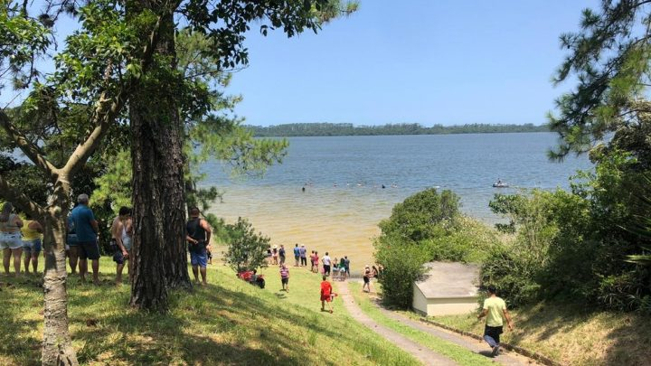 Adolescente morre afogado após buscar uma bola na lagoa em SC