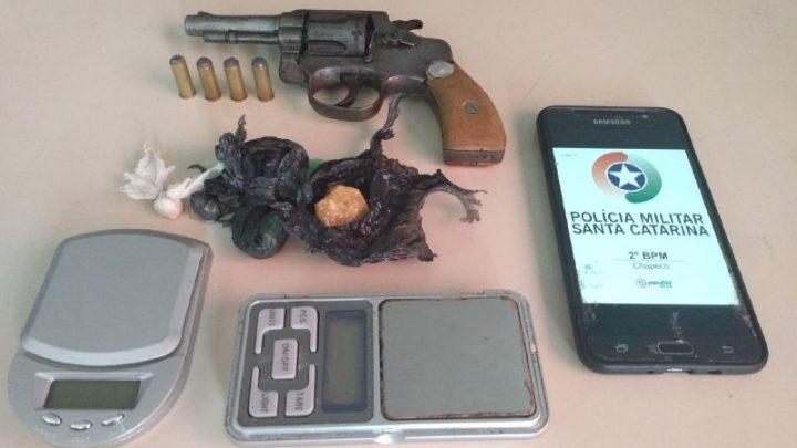 Dois menores são apreendidos com armas, munições e drogas no bairro São Pedro em Chapecó