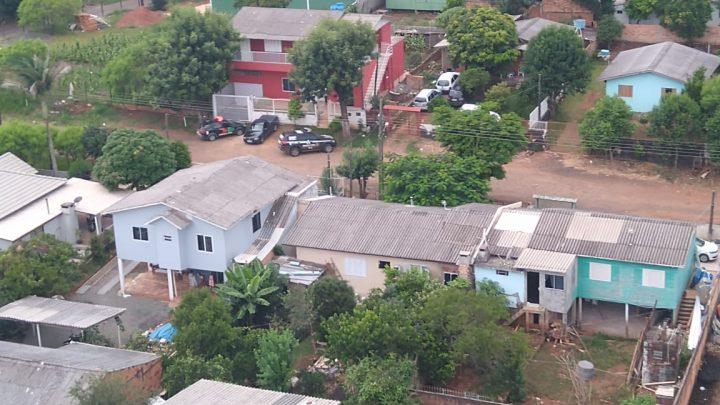 Polícia Civil cumpre mandados de busca e apreensão em investigação de roubo a residência em Coronel Freitas