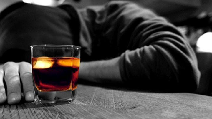 Juiz determina que filho rebelde saia da casa da mãe e se trate contra alcoolismo