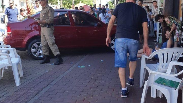 Motorista que atropelou duas jovens na calçada em Chapecó será ouvida em março