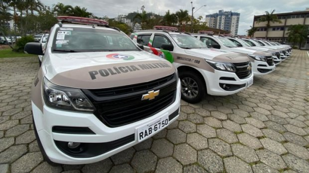 Polícia Militar de Santa Catarina entrega 122 novas viaturas no estado