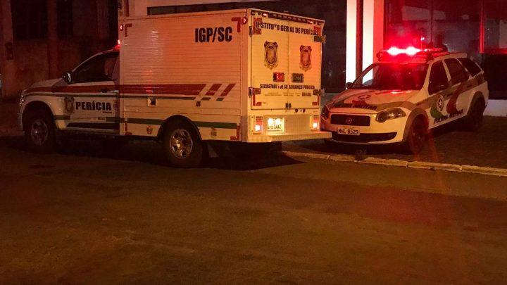 Homem é encontrado morto com sinais de agressões no centro de Chapecó