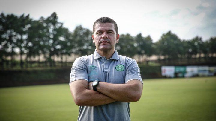 Umberto Louzer é novo técnico da Chapecoense