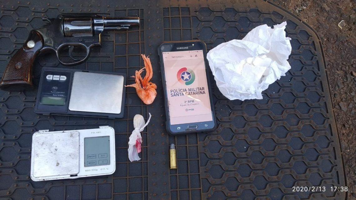 Homem é preso com drogas e arma de fogo no bairro São Pedro