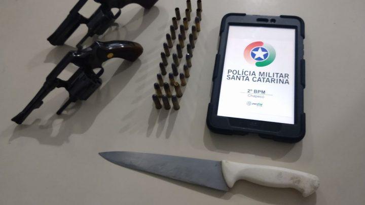 Homem é preso após ameaçar mulher com faca e armas de fogo no bairro São Cristóvão