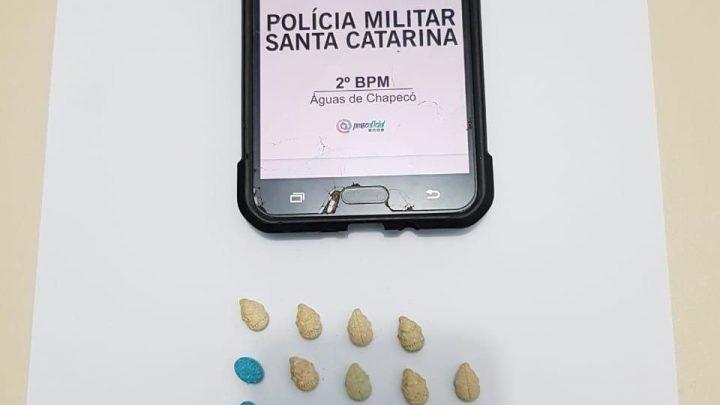 Adolescente é detido com 29 comprimidos de ecstasy em Águas de Chapecó