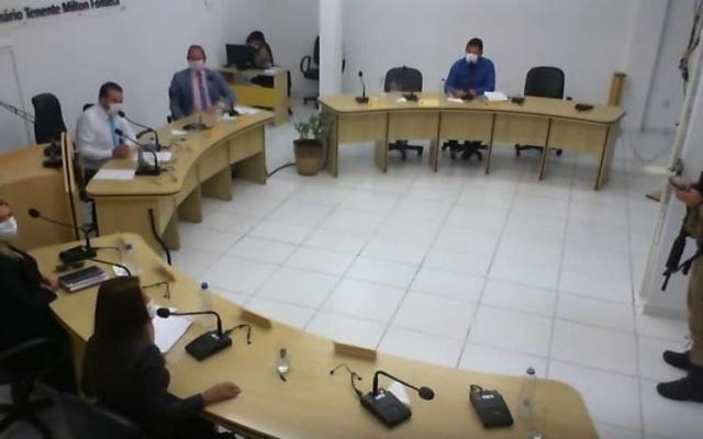 Câmara de Vereadores desobedece quarentena e tem sessão interrompida pela polícia em Santa Catarina