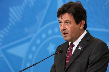 Sistema 'entrará em colapso' no final de abril, diz ministro da Saúde