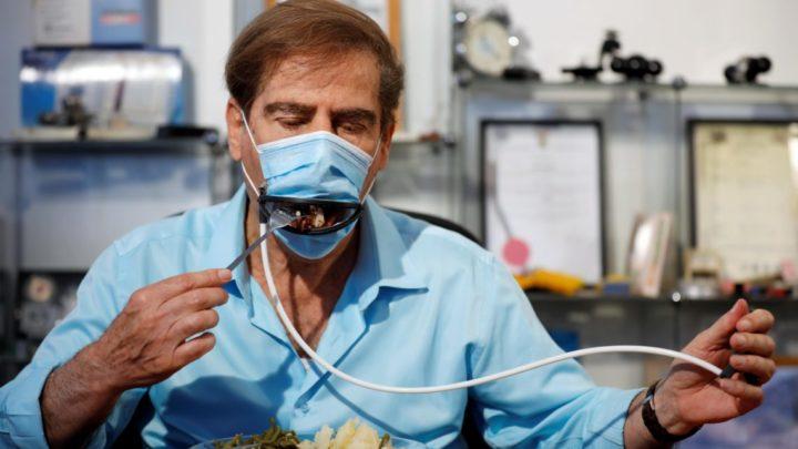 Invenção permitirá que clientes comam em restaurantes com máscara 'Pac-Man'