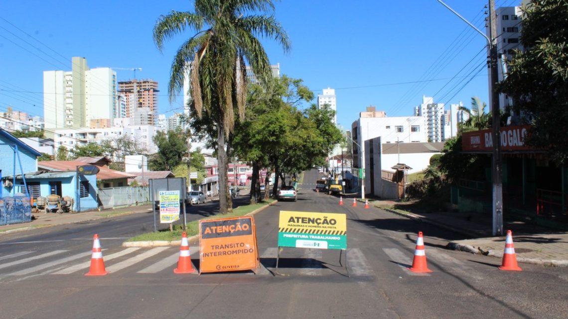 Rua Uruguai vai ganhar asfalto novo em Chapecó