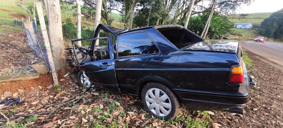 Duas pessoas ficam presas às ferragens em acidente na SC-160, entre Pinhalzinho e Saudades