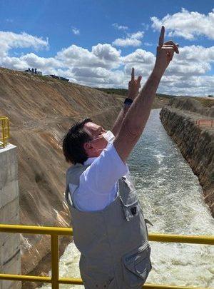 Bolsonaro inaugura no Ceará trecho da transposição do São Francisco